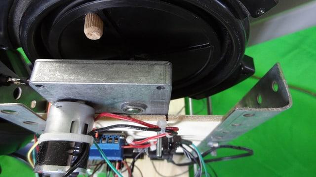 Motor: Dank des Getriebes hat er genügend Kraft die volle Trommel zu drehen.