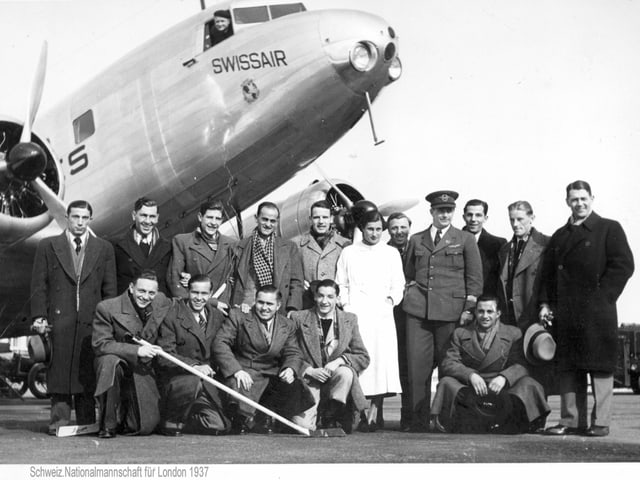 Mannschaft vor Flugzeug