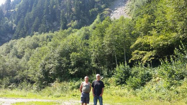 Eugen Giger e Marc Cathomas sut il crater da la bova.
