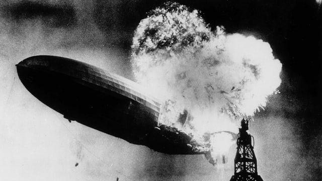 Brennende Hindenburg.