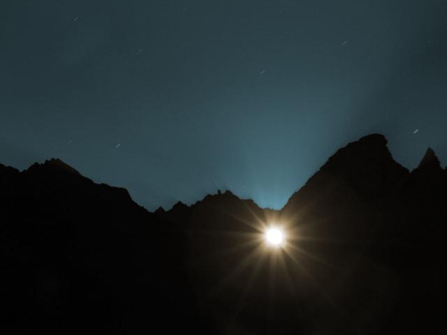 Der Supermond – spektakulär durch das Martinsloch bei Elm (GL), ...
