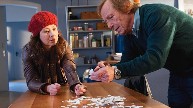 Anita Vulesica als Agnieszka, Claus Theo Gärtner als Matula.