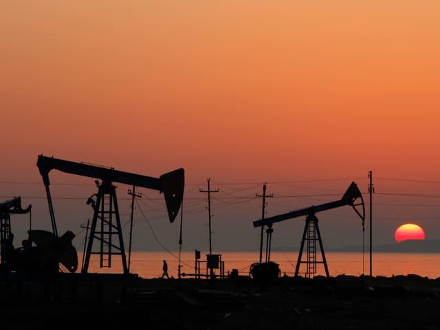 Ölpumpen am Kaspischen Meer