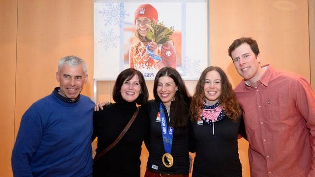 Dominique Gisin im Kreise ihrer Familie: Vater Beat, Mutter Beat und rechts Schwester Michelle und Bruder Marc.