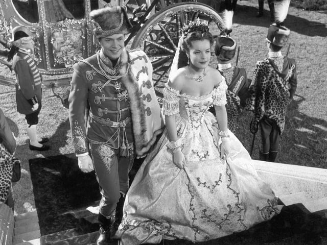 Kaiser Franz und Kaiserin Sissi auf einer Treppe