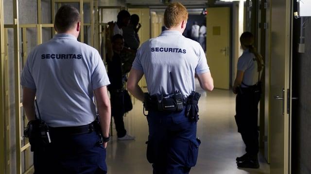 2 collavuraturs da la Securitas che patrulleschan en in zuler.