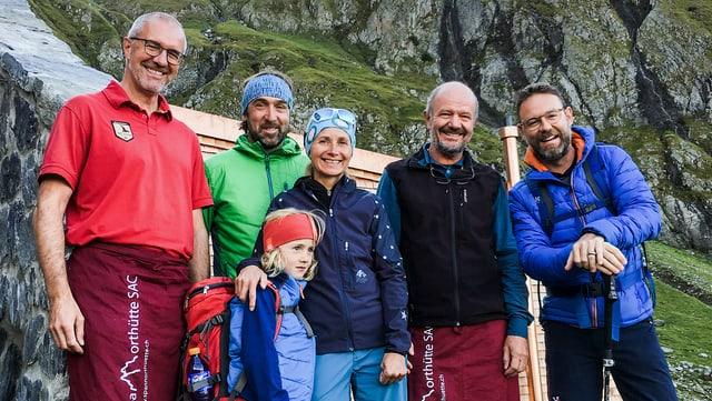 Video ««Hüttengeschichten Spezial»: Herbstwandern mit Nik Hartmann» abspielen