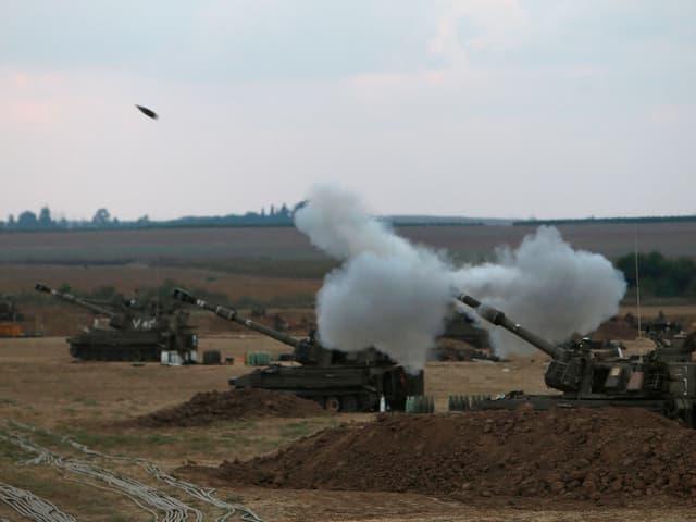 Panzer feuern Raketen