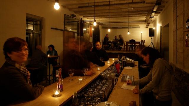 Bar e tribuna en il Cinema sil Plaz.