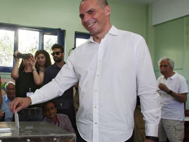 Varoufakis an der Urne.
