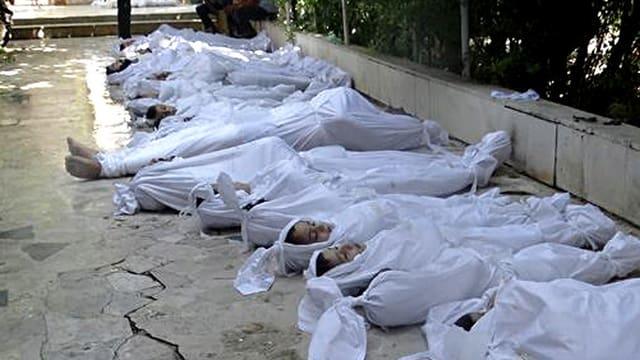 Opfer des mutmasslichen Giftgas-Angriffs in der Stadt Arbin bei Damaskus.