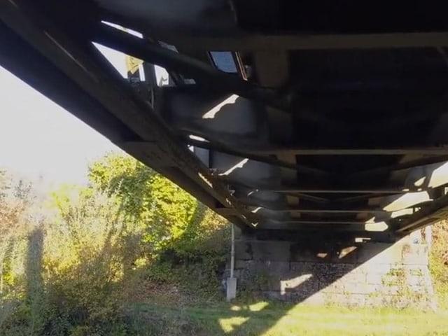 Die Stahlkonstruktion der Thurbrücke in Ulisbach.