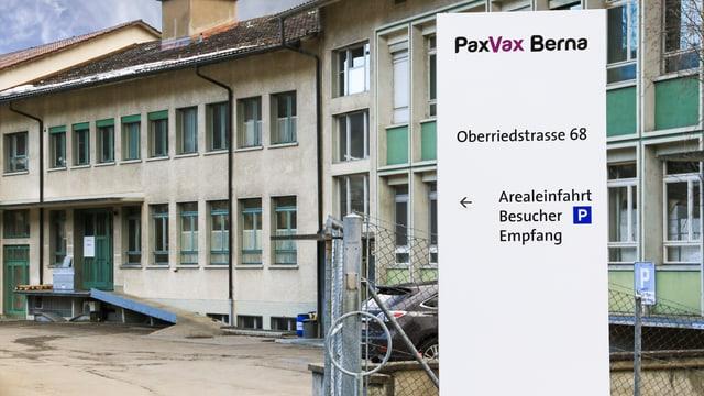 Gebäude mit PaxVax Berna-Schild
