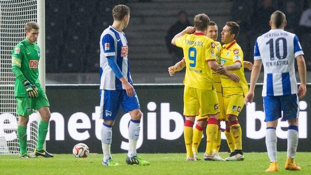 Die Hoffenheim-Spieler feiern das 3:0 durch Sejad Salihović.
