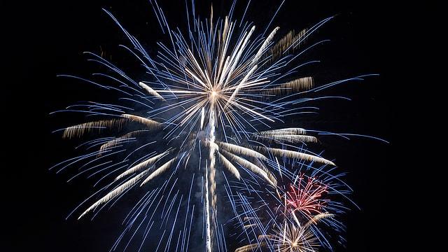 Nächtliches Feuerwerk