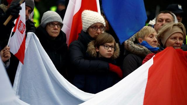 Protest in Warschau: Erst am Morgen gelang es Sicherheitskräften, die blockierten Eingänge zum Parlament freizugeben.