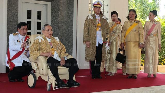 Der thailändische König.