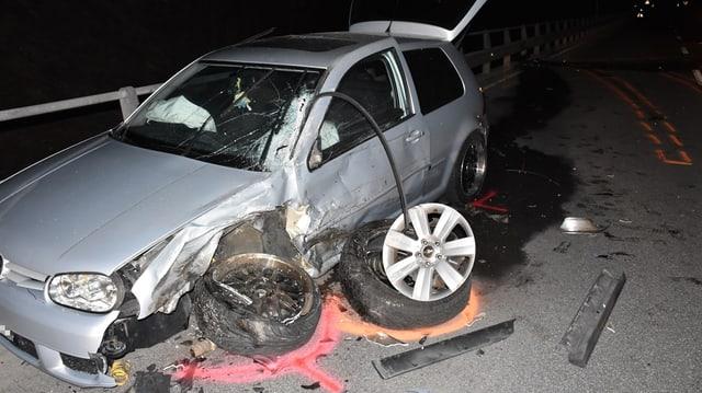 Purtret d'in VW destruì.
