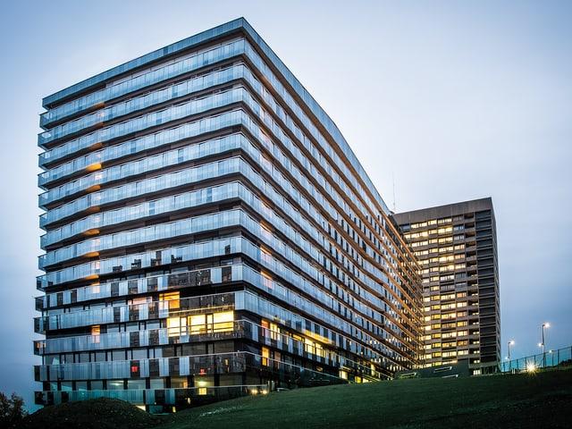 Moderner Glasbau: Triemli-Neubau