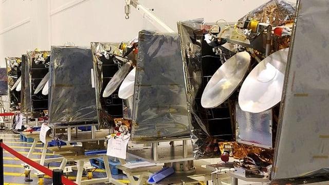OneWeb-Satelliten warten auf ihre Reise ins All.