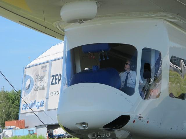 Kahterine Board hat das Luftschiff in Friedrichshafen sicher gelandet.