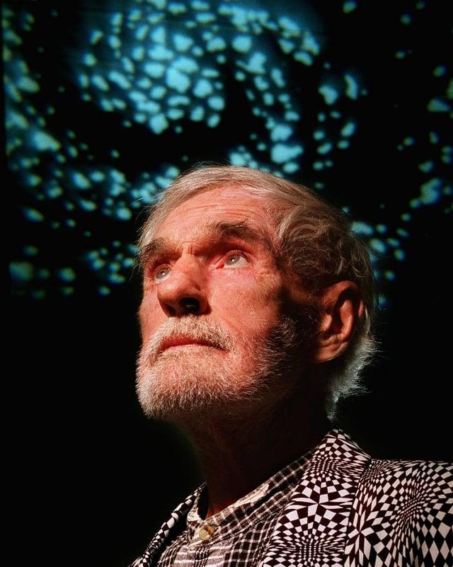 Ein Porträt von Timothy Leary.