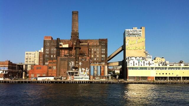 Das Fabrikgebäude «Domino Sugar Factory» in Brooklyn.