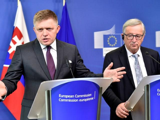 Auch Premier Fico (neben EU-Kommissionspräsident Jean-Claude Juncker)