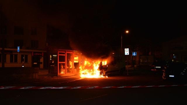 A Cuira ha ars in camiun mardi saira - ins vesa co il fieu donnegia er ina chabina da spetga dal bus