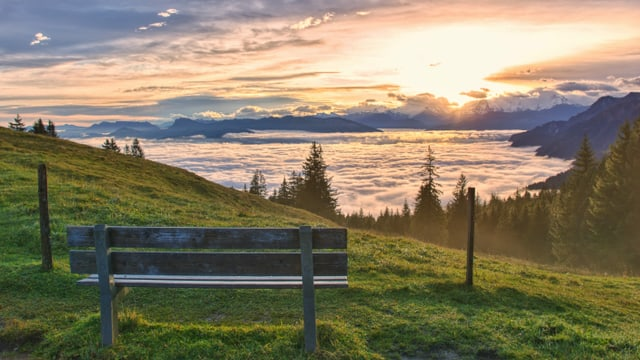Blick vom Gurnigel auf ein Nebelmeer. Darüber hatte es aber auch hohe Wolkenfelder.