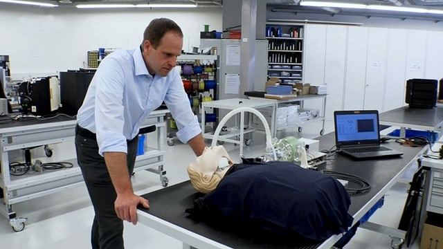Adrian Steiner mit Prototyp