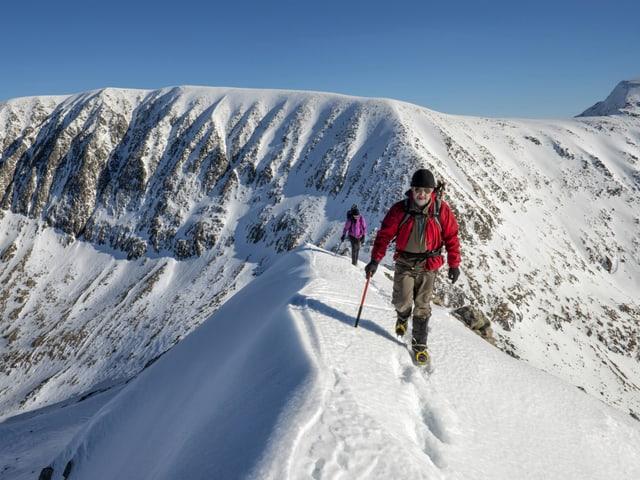 Bergsteiger im Schnee.