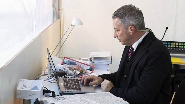 Reto Lipp bei der Vorbereitung seiner WEF-Sendung in Davos