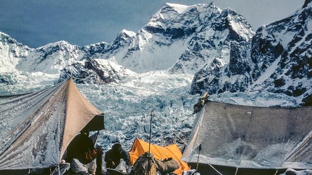 Zelte und Berge