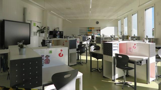 Blick in ein Klassenzimmer der Sportschule Kriens, die im neuen Fussballstadion Kleinfeld untergebracht ist.