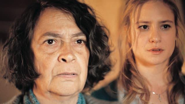 Eine ältere und eine jüngere Frau.