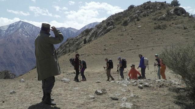Trek ins Basecamp Begegnung mit einem kirgisischen Hirten.
