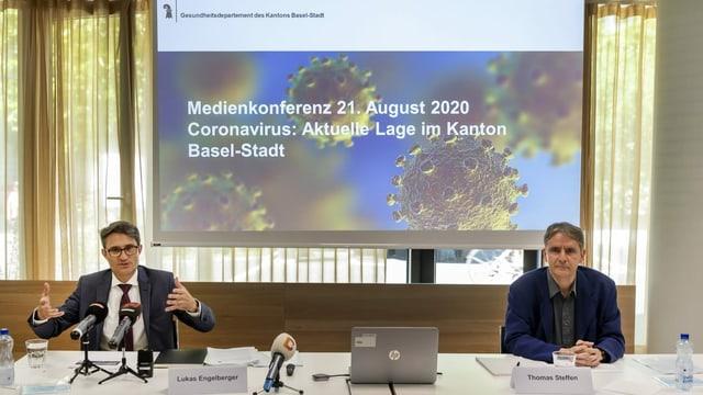 Gesundheitsdirektor Lukas Engelberger und Kantonsarzt Thomas Steffen an einer Pressekonferenz