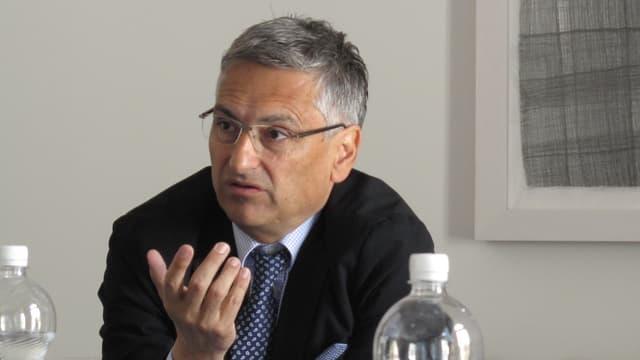 Guido Graf an einer Medienorientierung zum Asylwesen.