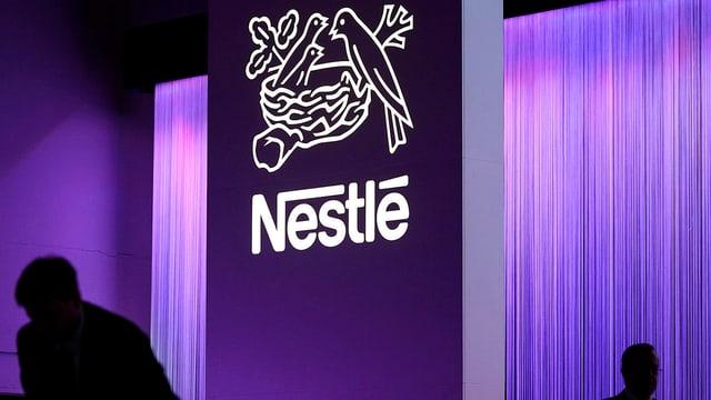 Nestlé-Logo, violettes Licht