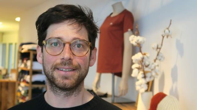 Kilian Wiget in seinem Ladenlokal in Schwyz.