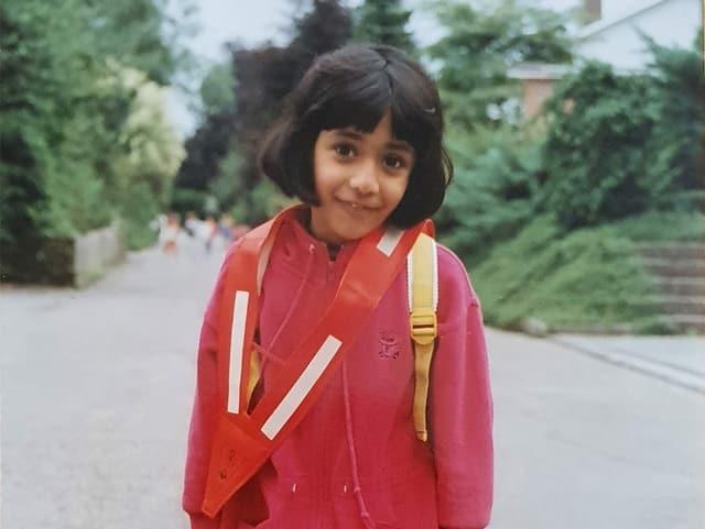 Tama Vakeesan mit einem Schulbändel.