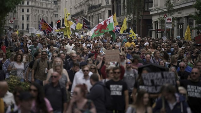 Demonstrantinnen und Demonstranten