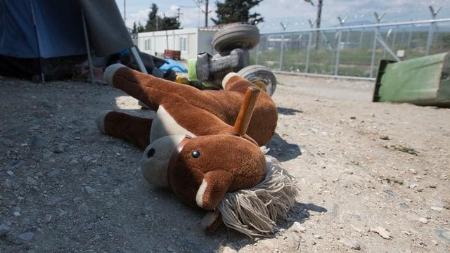 Zurückgelassenes Spielzeug in Idomeni.