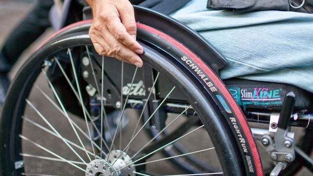Ein Rollstuhlfahrer