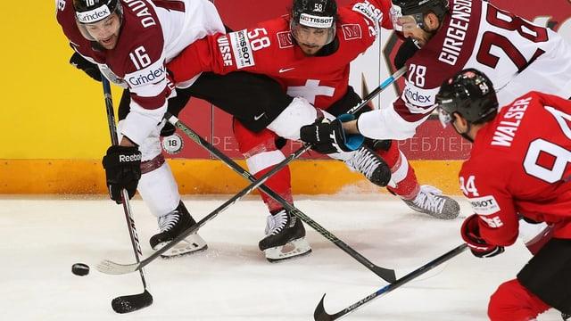 danovamain fa Eric Blum il gol decisiv per la victoria da la Svizra cunter la Lettonia.