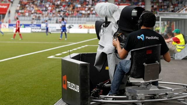 Kamera bei einem Fussballspiel