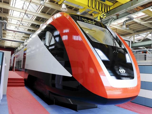 Holzmodell des neuen Zuges von Bombardier