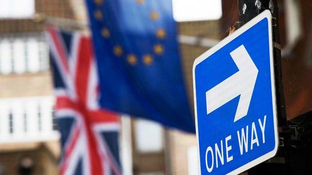 Britische und EU-Fahne
