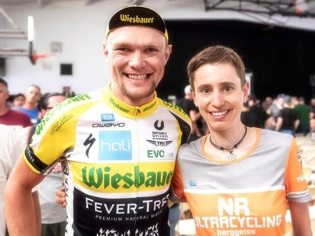 Nicole Reist posiert mit Christoph Strasser.